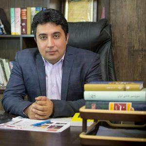 احمد امیری: شاعرهای جوان امروز از جیب میخورند